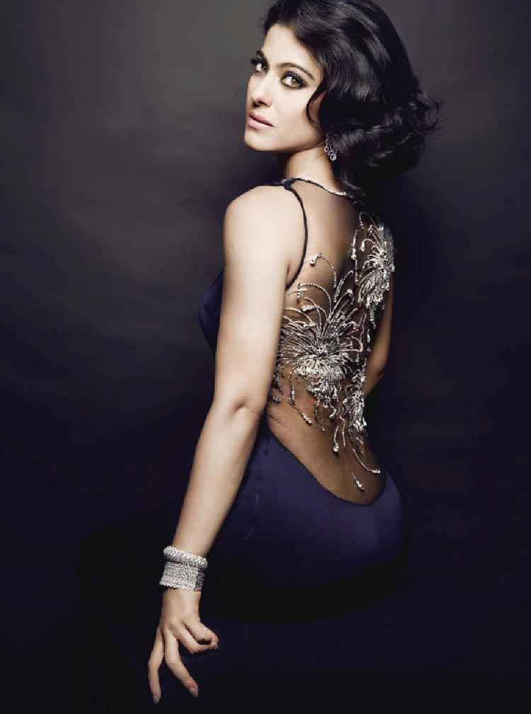 Kajol is looking ravishingly sexy here