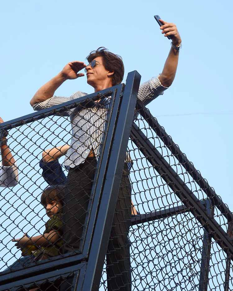 Shah Rukh Khan and AbRam meet fans on the former's birthday
