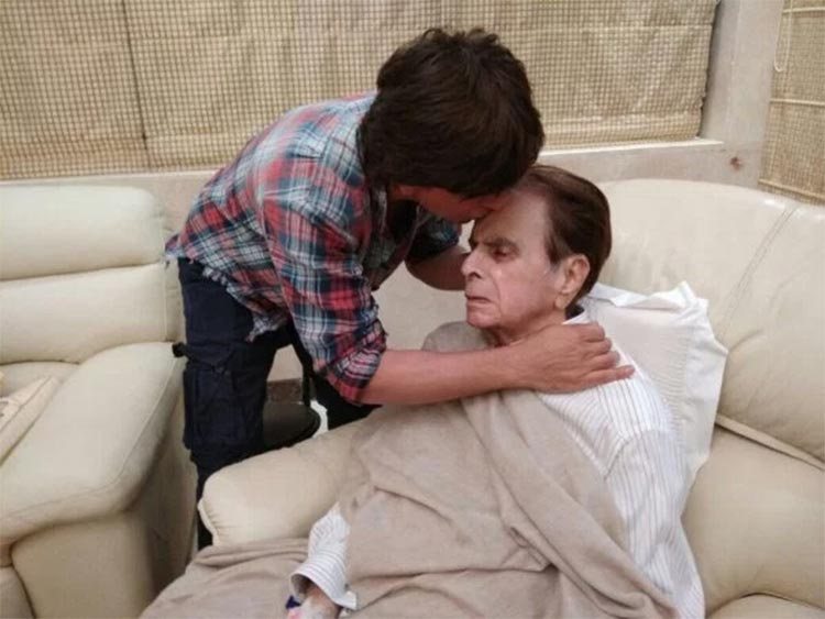 Shah Rukh Khan planting a kiss on Dilip Kumar's forehead