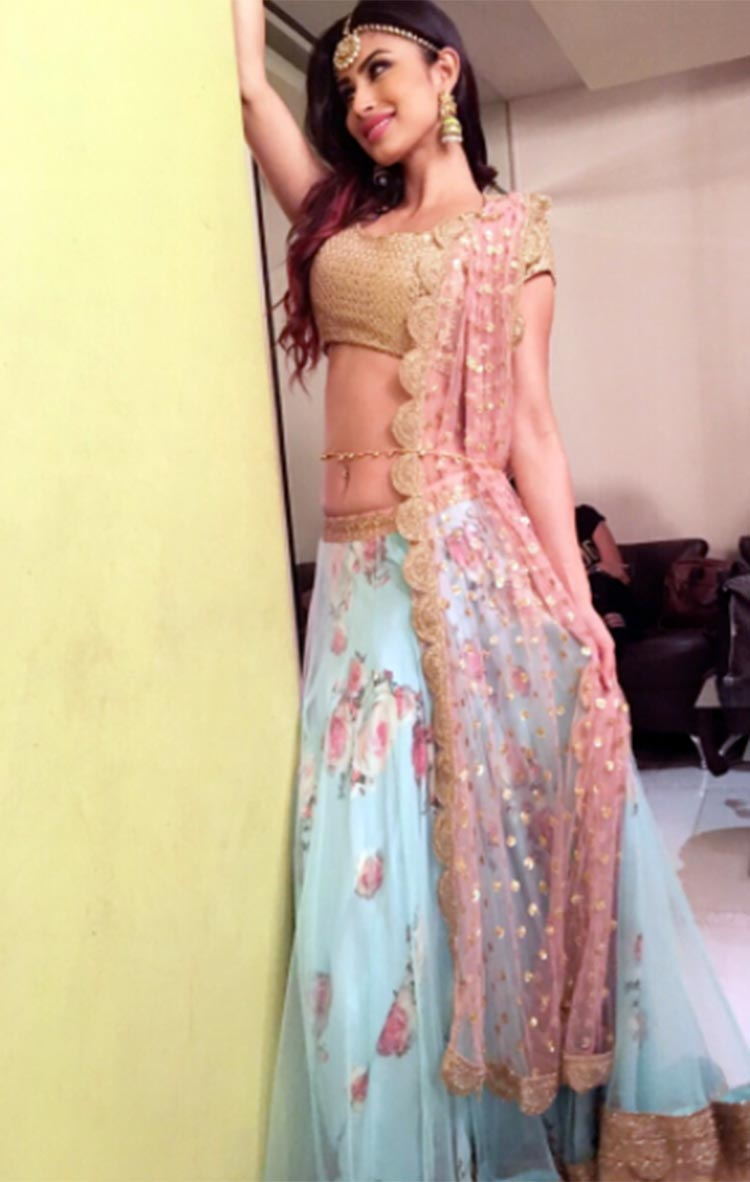 Mouni Roy's Indian princess look for a Diwali special programme