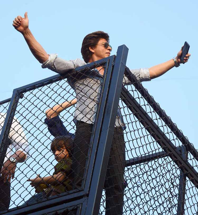 Shah Rukh Khan greeting his fans on his 52nd birthday