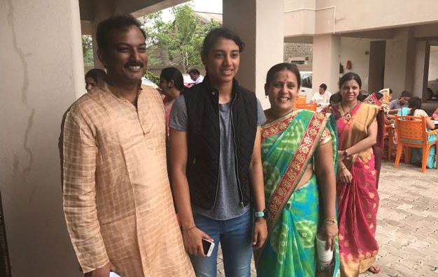 Smriti with her proud parents!