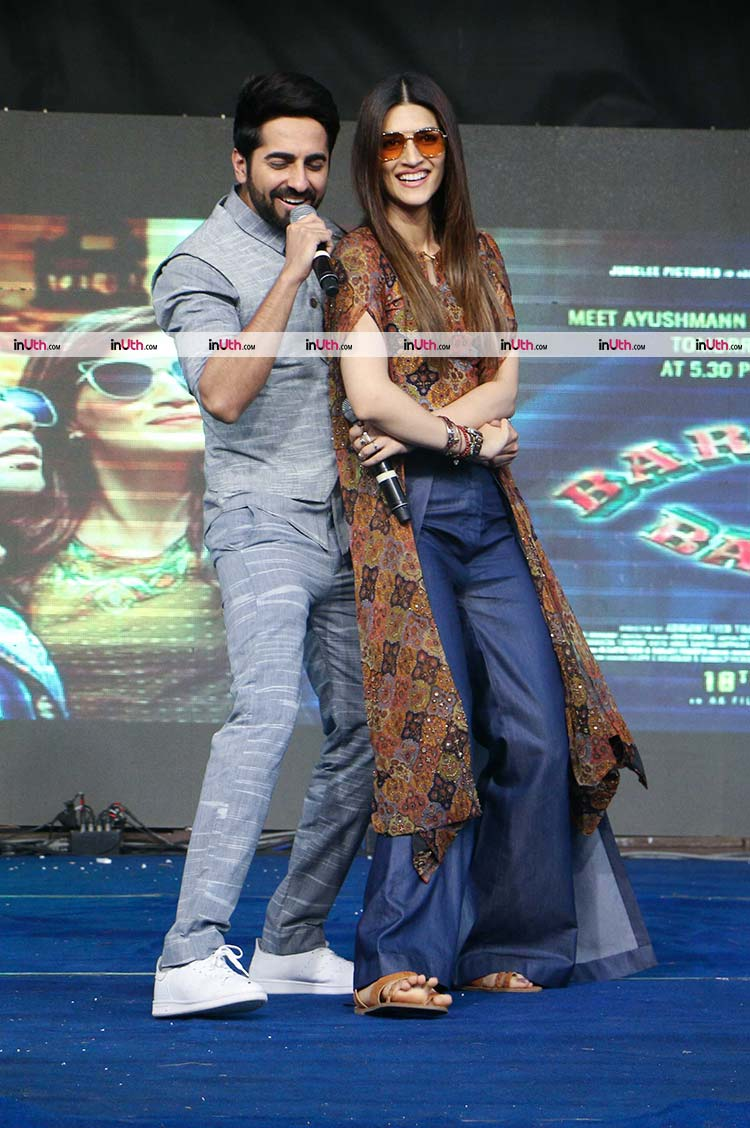 Ayushmann Khurrana performing at the Bareilly Ki Barfi promotions at NM college