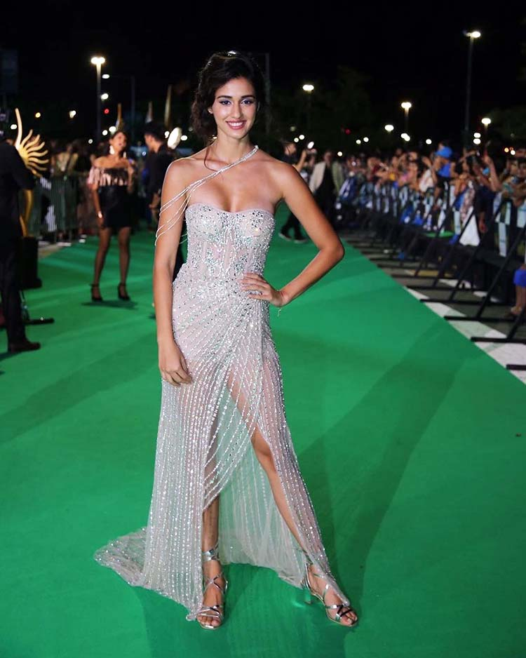 Disha Patani on the green carpet of IIFA 2017