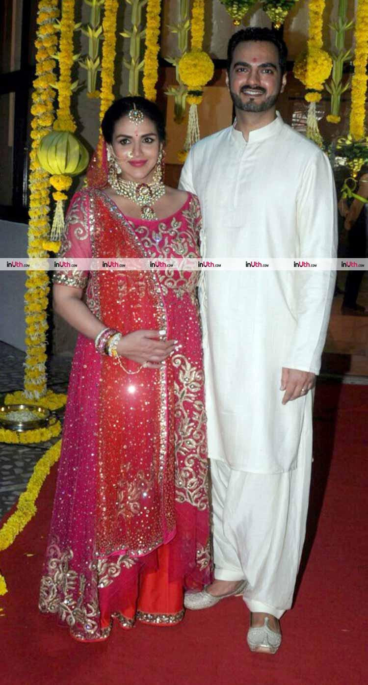 Esha Deol poses with her husband Bharat Takhtani