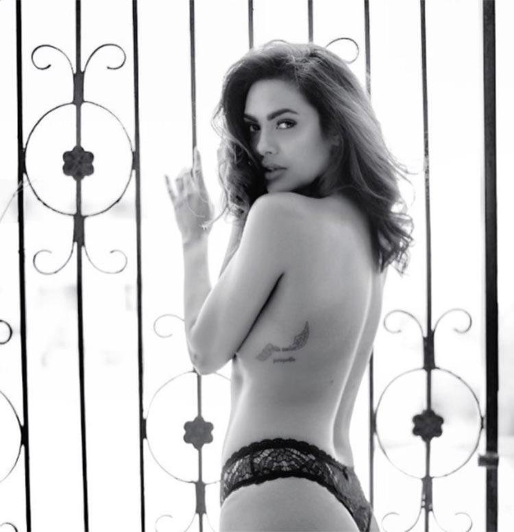 Hot Esha Gupta goes topless for a photoshoot