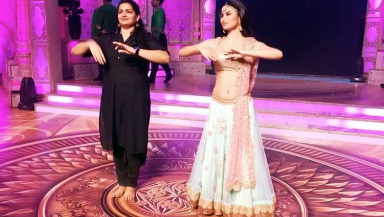 Mouni Roy practicing her dance steps for Diwali special programme