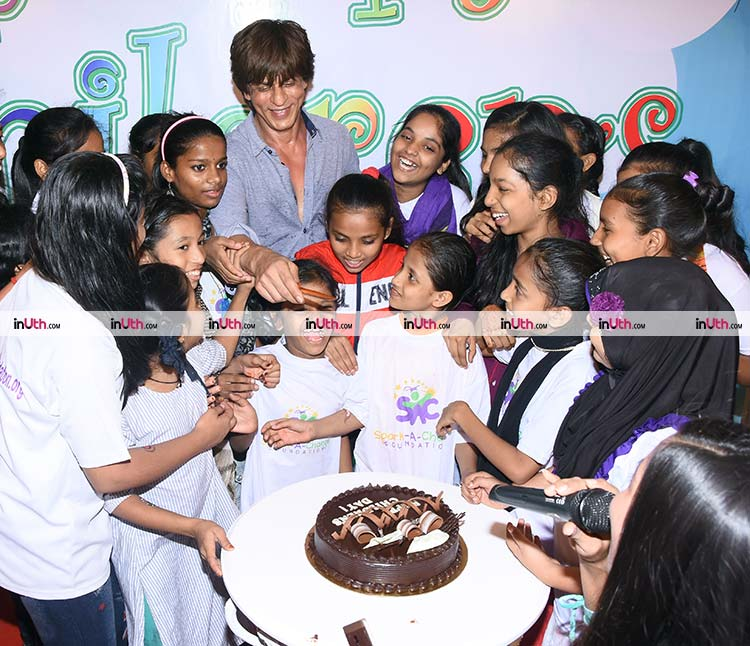 Shah Rukh Khan cuts the Children's Day cake with underprivileged kids