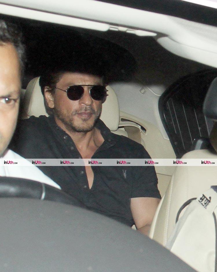 Shah Rukh outside Dilip Kumar's residence