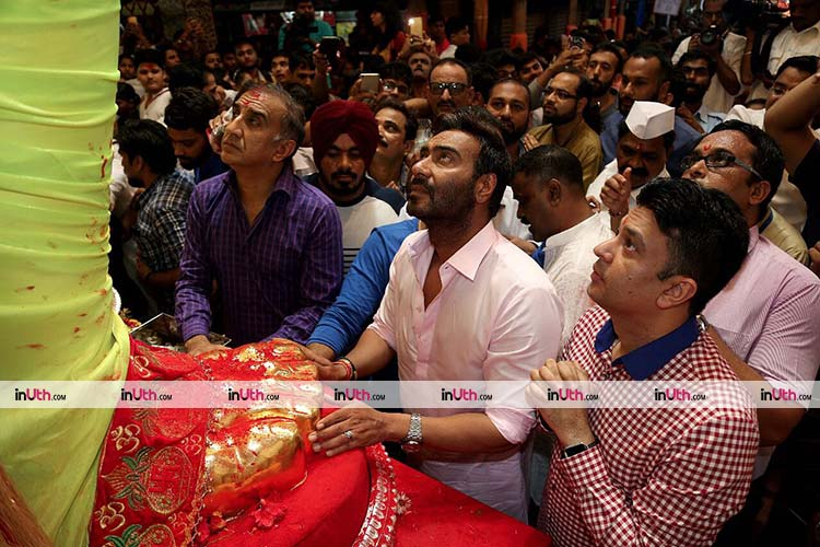 Ajay Devgn seeking blessings from Lalbaug Cha Raja