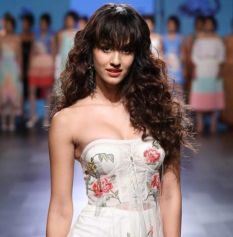 Disha Patani stunning everyone on Lakme Fashion Week 2017 ramp