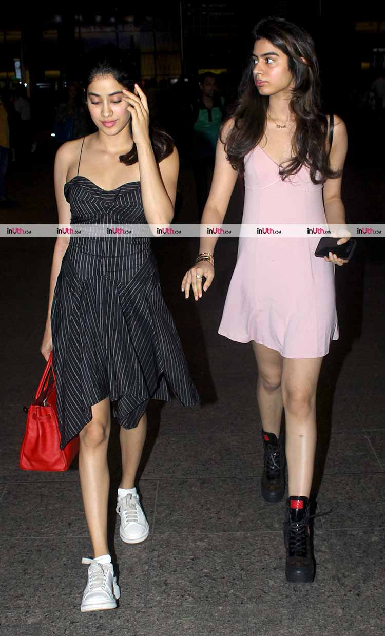 Jhanvi Kapoor with sister Khushi at the Mumbai airport