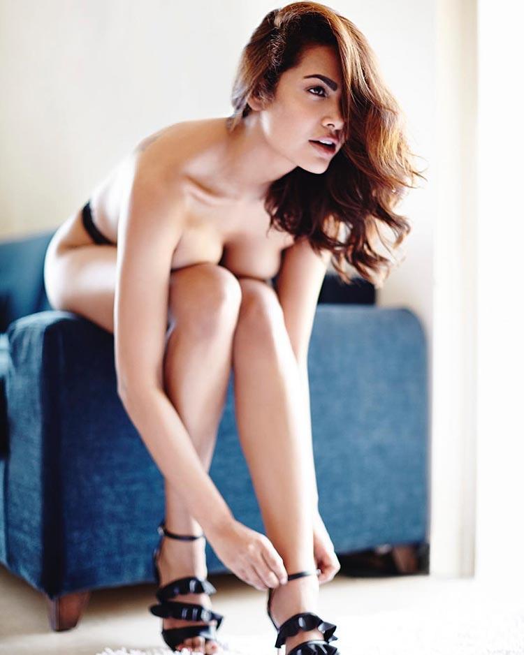 Sexy Esha Gupta is rocking the topless look