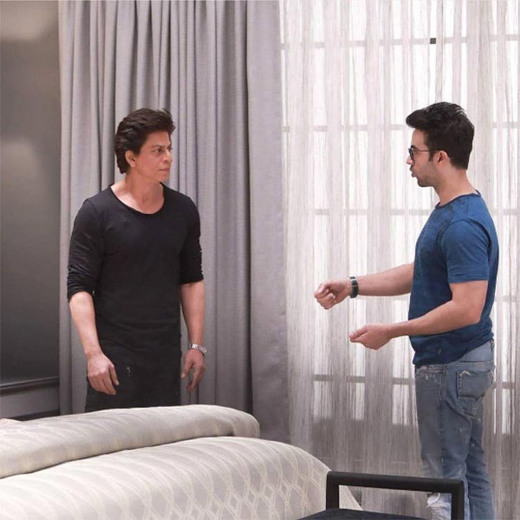 Shah Rukh Khan taking the director's instruction