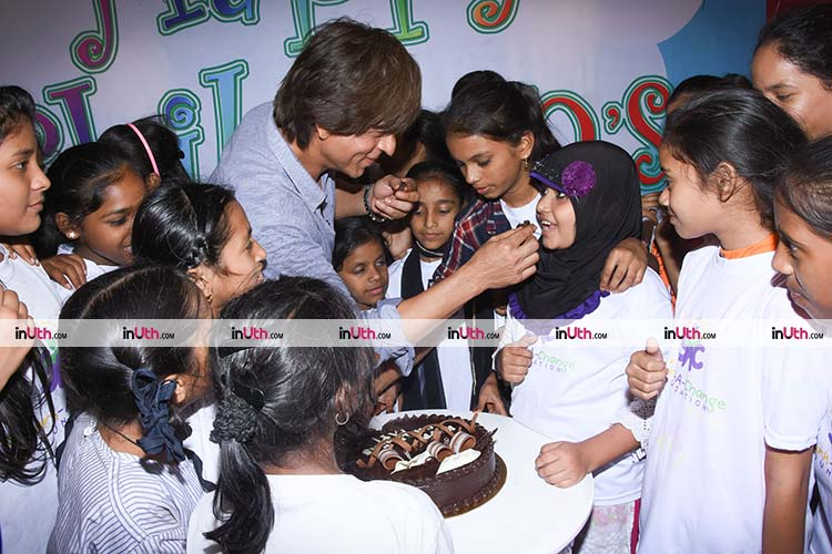 Shah Rukh Khan treating kids with cake on Children's Day