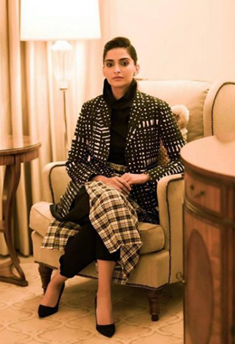 Sonam Kapoor looks uber hot in this Rajesh Pratap Singh attire