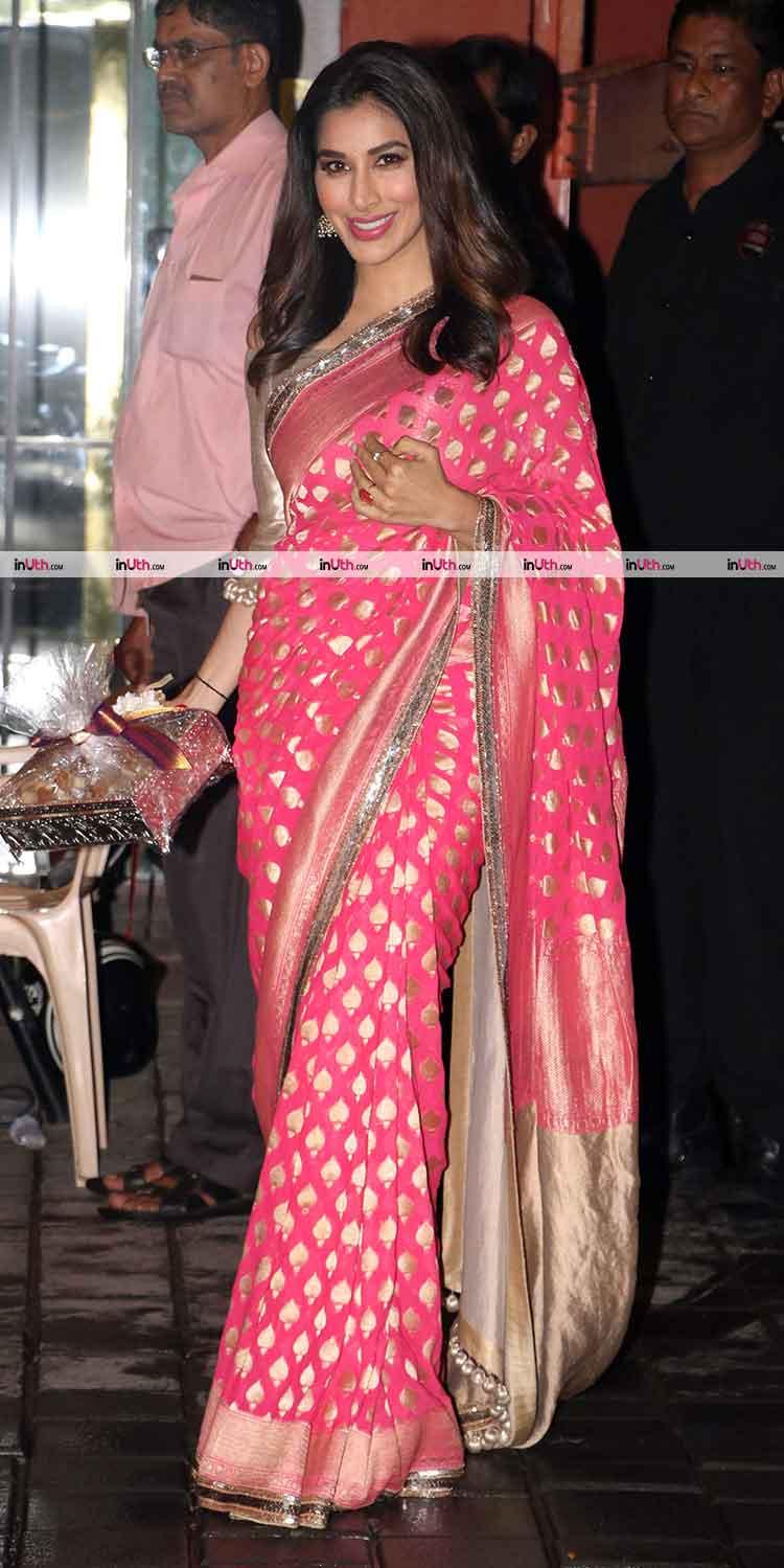Sophie Choudry at Arpita Khan's Ganesh Visarjan