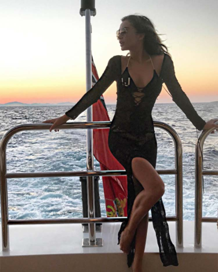 Amy Jackson waves bye to Mykonos in style