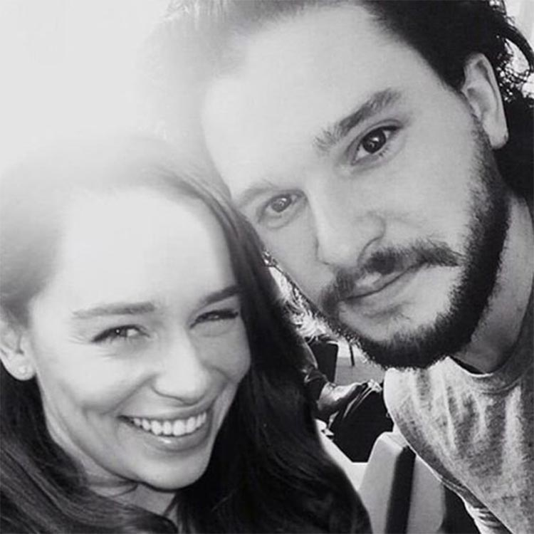 Conventions et autres sorties - Page 2 6Emilia-Clarke-and-Kit-Harington-are-best-friends-in-real-life