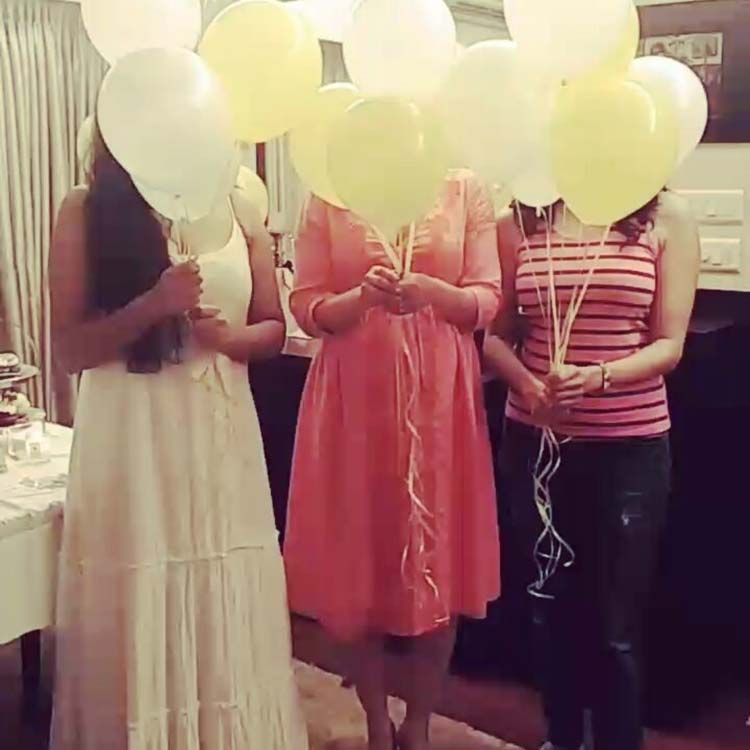 Soha Ali Khan is waiting for her baby with balloons