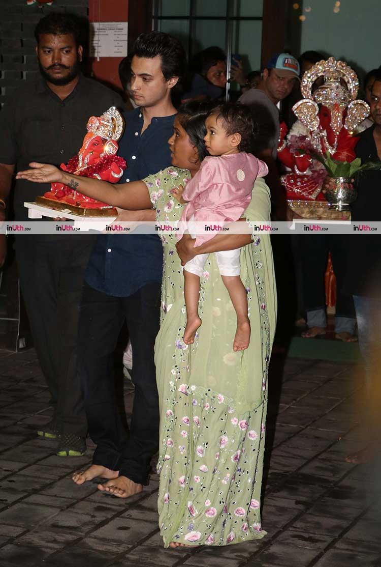 Aayush Sharma and Sohail Khan takes Ganpati for Visarjan