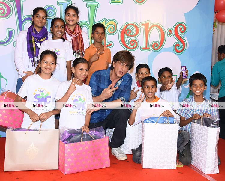 Shah Rukh Khan gets special gifts for the underprivileged kids on Children's Day