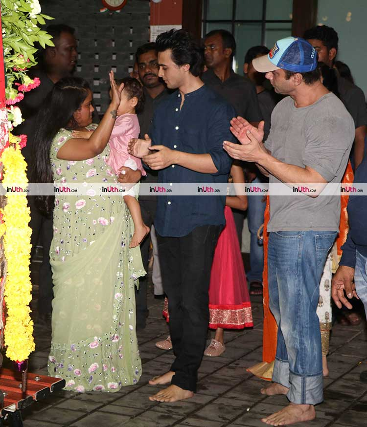 Arpita Khan says bye to her Ganpati