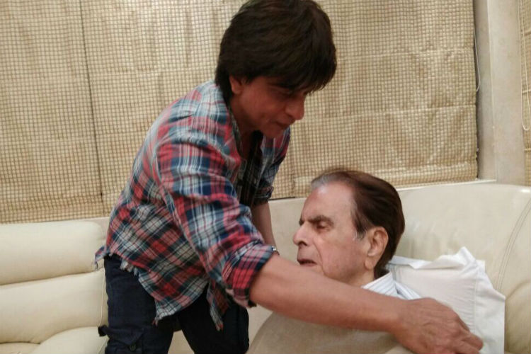SRK meets Dilip Kumar at his home