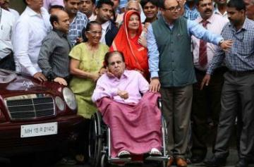 Dilip Kumar discharged from the hospital photo
