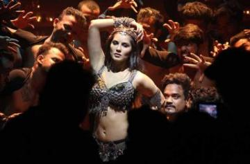 Sunny Leone shoots an item song for Bhoomi photo