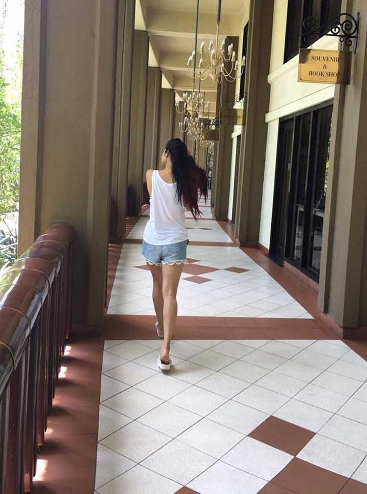 Mouni roy s pictures from sri lanka for Charming personality