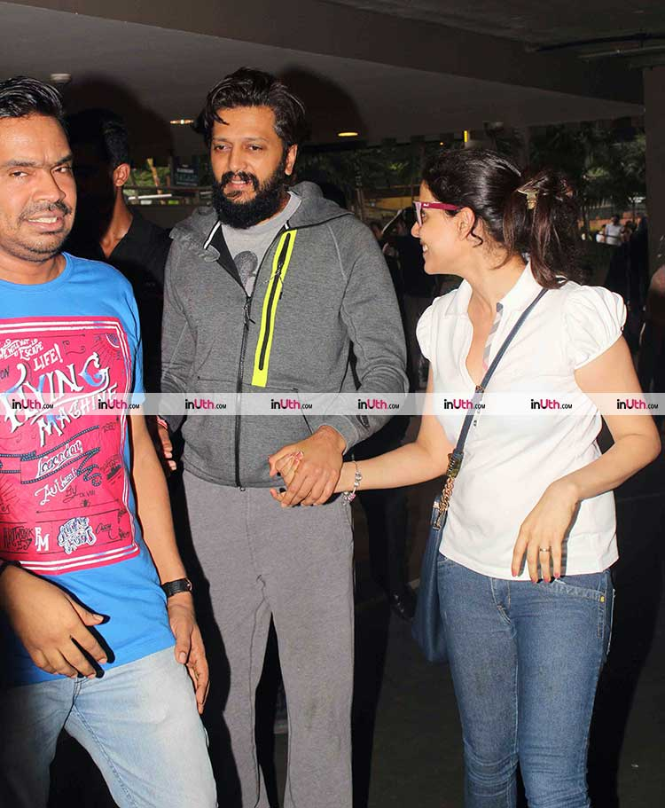 Genelia D'Souza picks Riteish Deshmukh from the airport