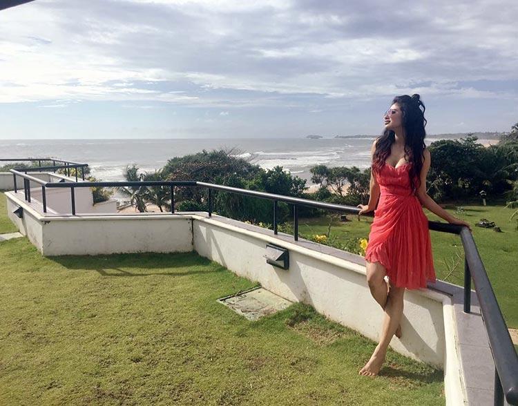 Mouni Roy's Sri Lanka vacation is treating her well