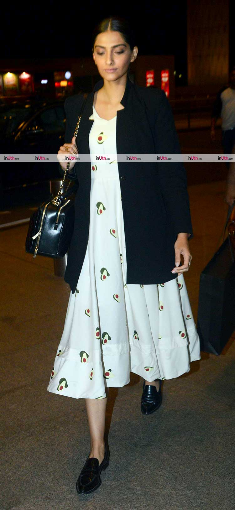 Sonam Kapoor leaving to Delhi for Veere Di Wedding