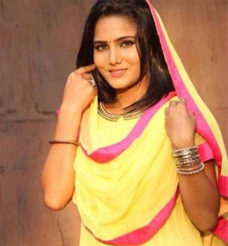 In Pics: Meet Bhojpuri Sunny Leone Pallavi Singh