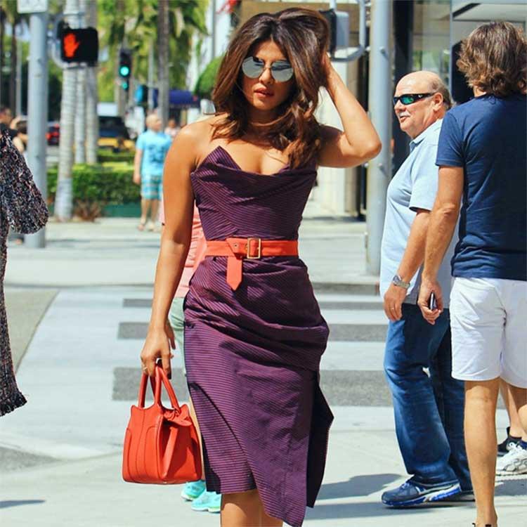 Priyanka Chopra looks uber hot in the sun kissed photo