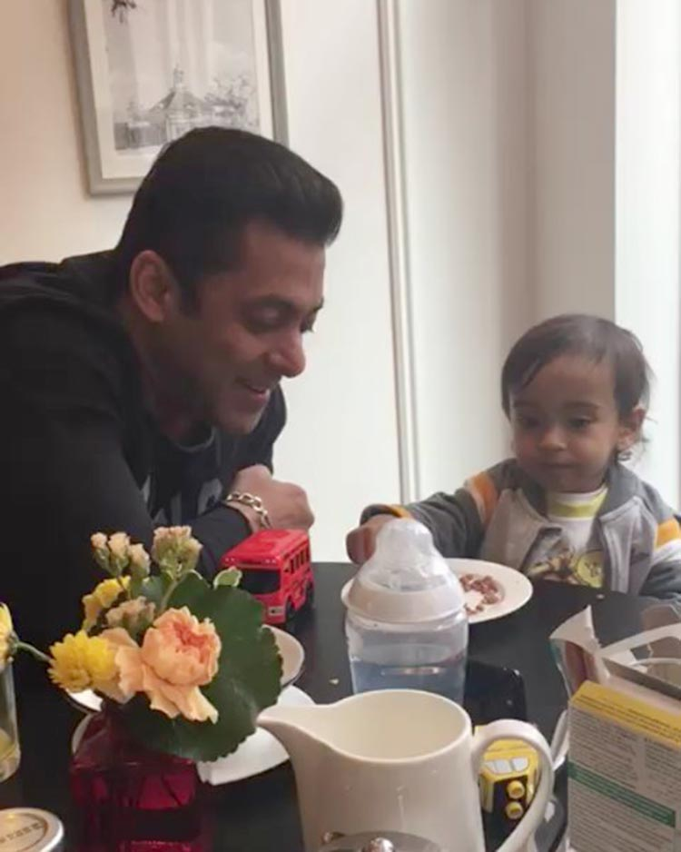 Salman Khan spending some time with little Ahil