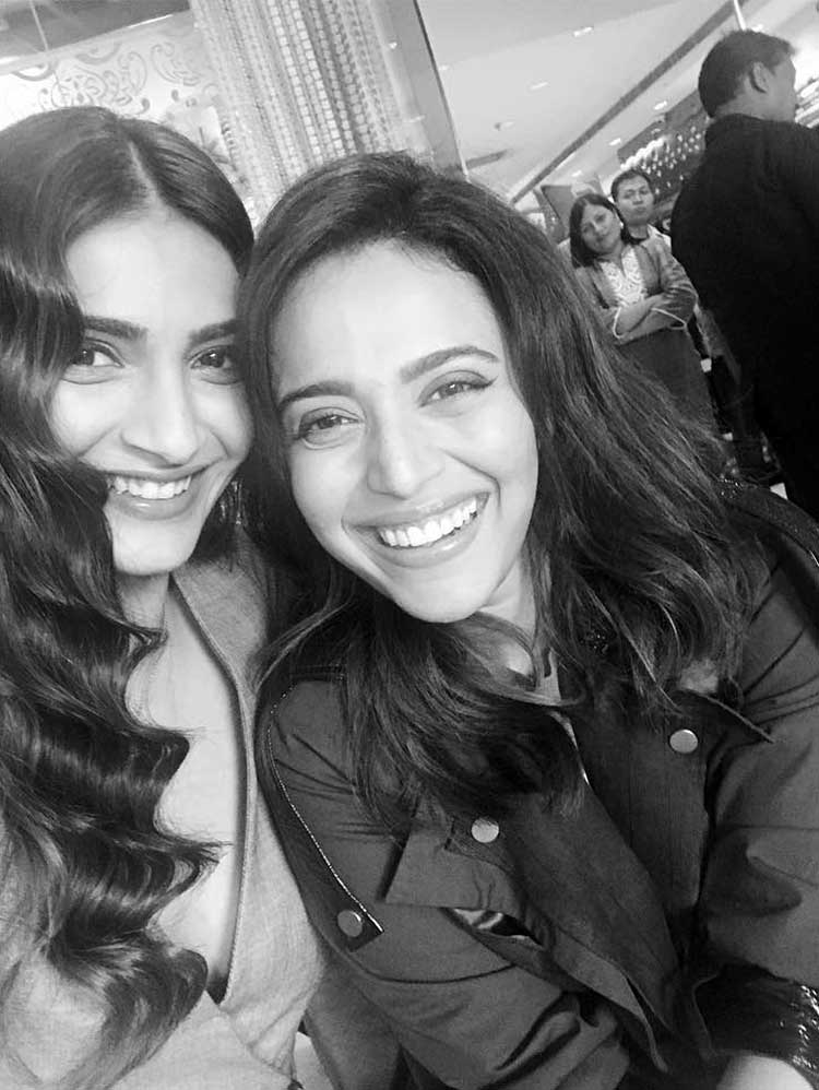 Sonam Kapoor with Swara Bhaskar on the sets of Veere Di Wedding