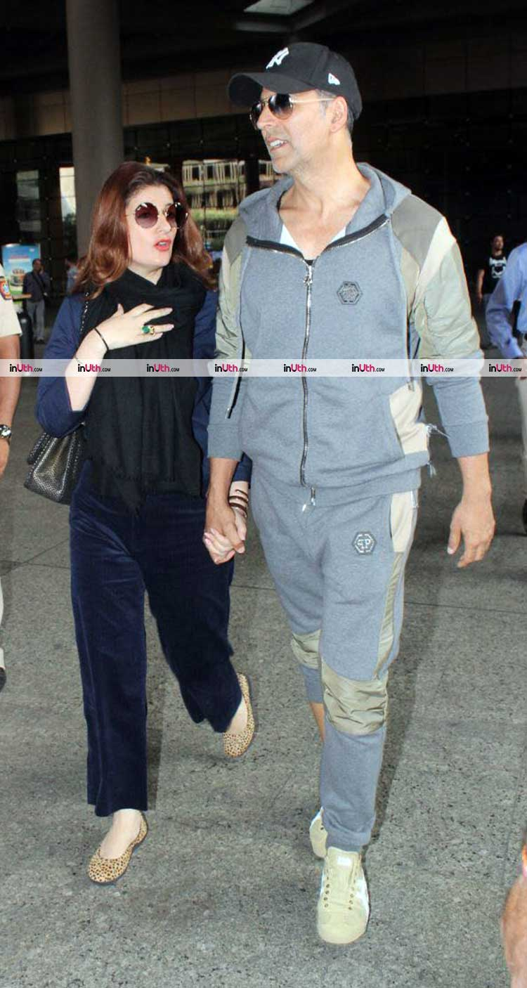 Twinkle Khanna and Akshay Kumar caught candid at the Mumbai airport