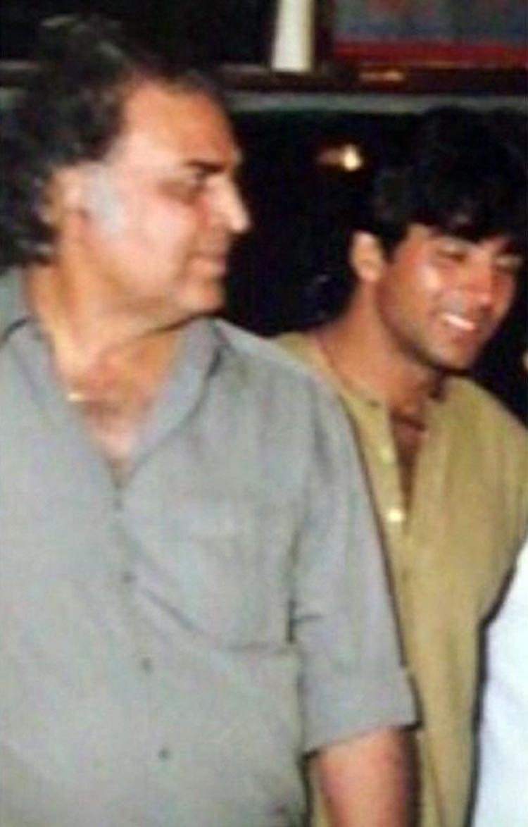 Akshay Kumar's throwback photo with father Hari Om Bhatia