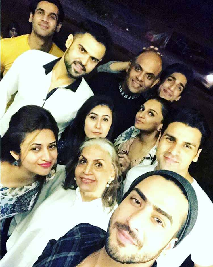 Aly Goni joins Divyanka Tripathi and clan for the dinner