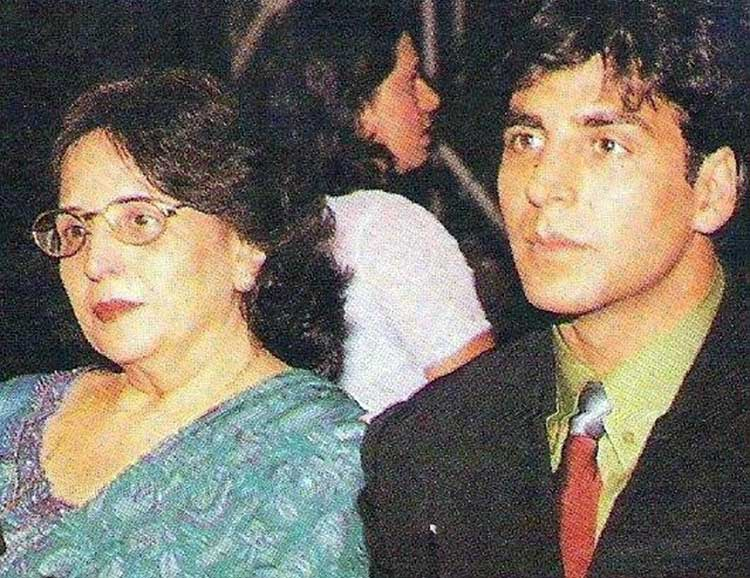 Akshay Kumar's photo with mother Aruna Bhatia