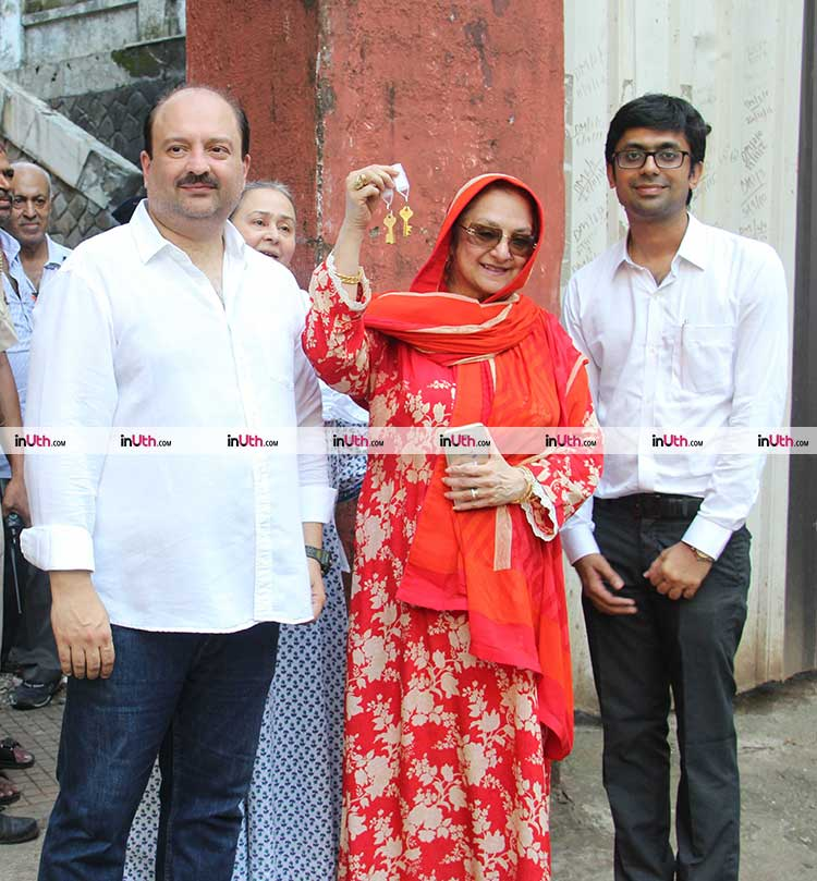 saira banu gets the keys to dilip kumars pali hill ...