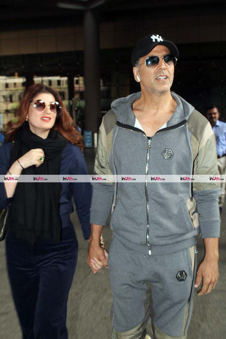 Twinkle Khanna and Akshay Kumar's candid pic from the airport