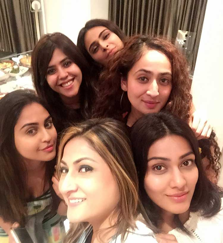 Urvashi Dholakia's selfie with Ekta Kapoor and the gang