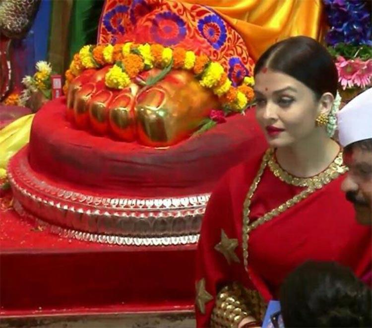 Aishwarya Rai snapped at the Lalbagh Ganpati Pandal