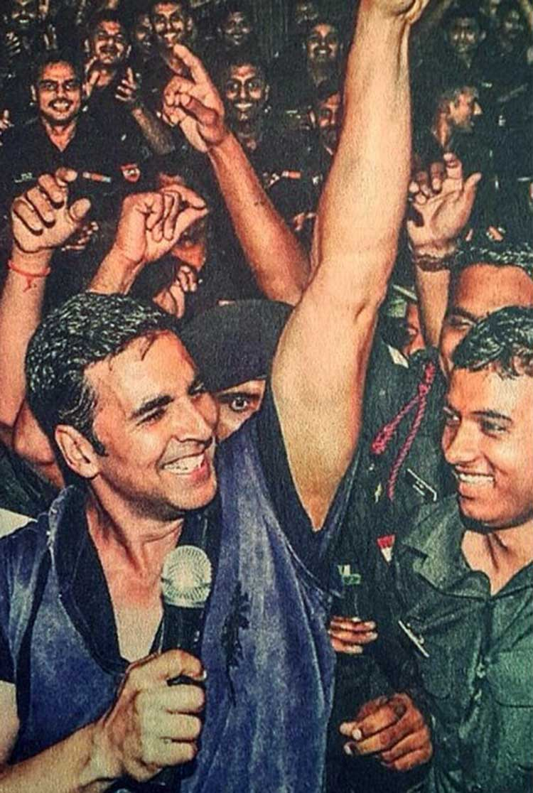 Akshay Kumar looks so happy in this throwback photo