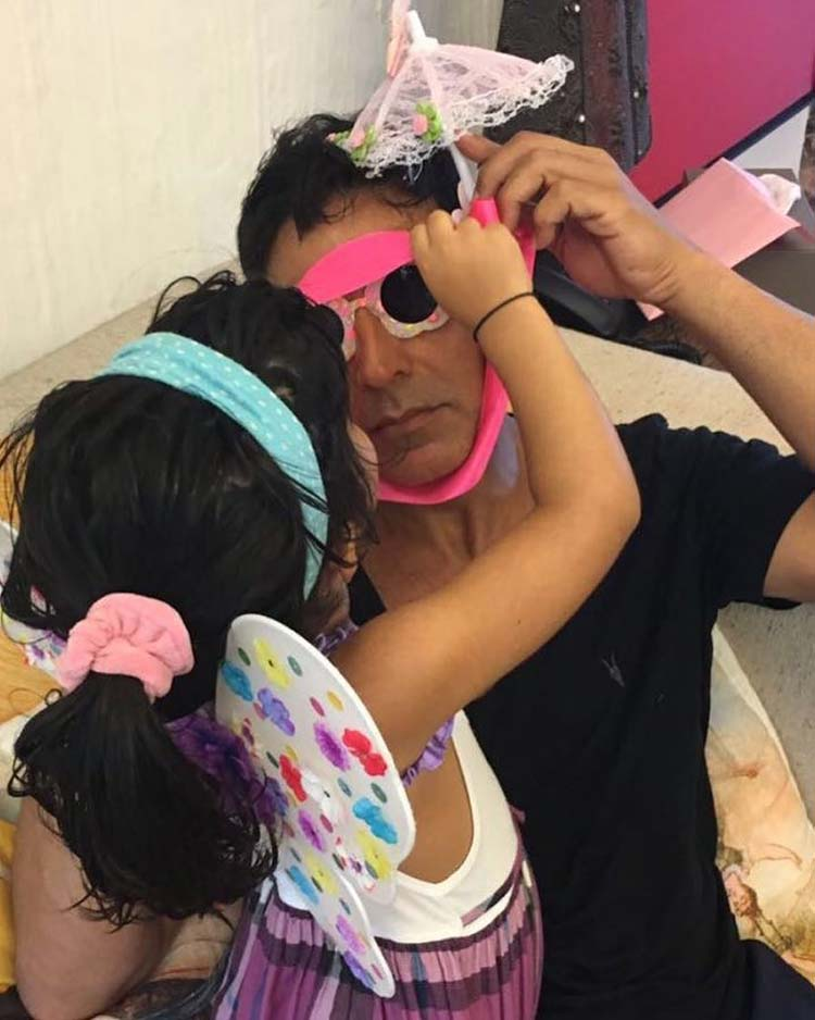 Akshay Kumar playing with his daughter Nitara