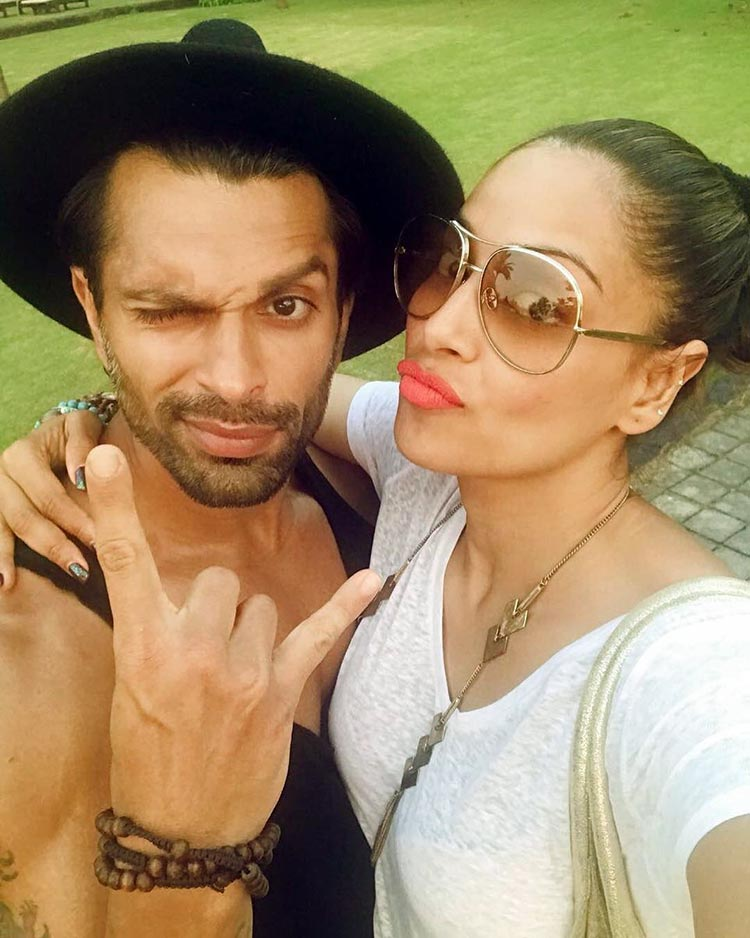 Karan Singh Grover and Bipasha Basu spreading cuteness in Goa