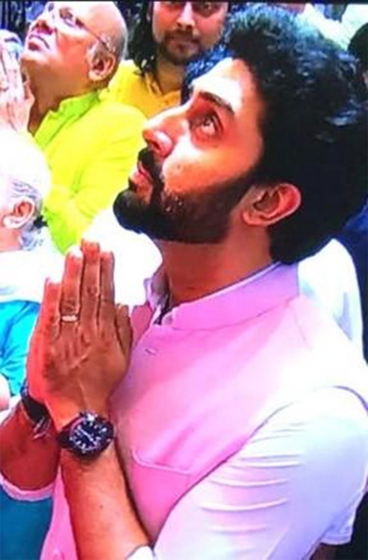 Abhishek Bachchan at the Lalbagh Ganpati Pandal